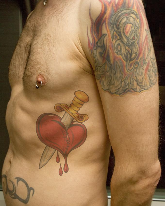 10 Broken Heart Tattoo Designs And Ideas Classic Modern